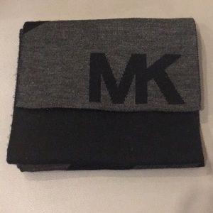 MICHAEL KORS men's scarf